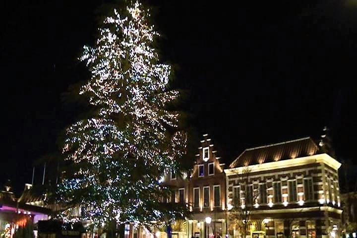 ハウステンボス 光の王国 アムステルダム広場のイルミネーションとクリスマスツリー インスタ映え