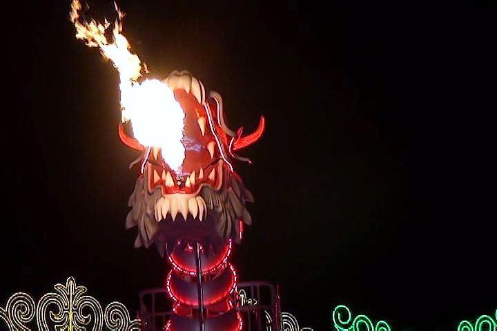 ハウステンボス 光の王国 炎を吐く光のドラゴンロボット