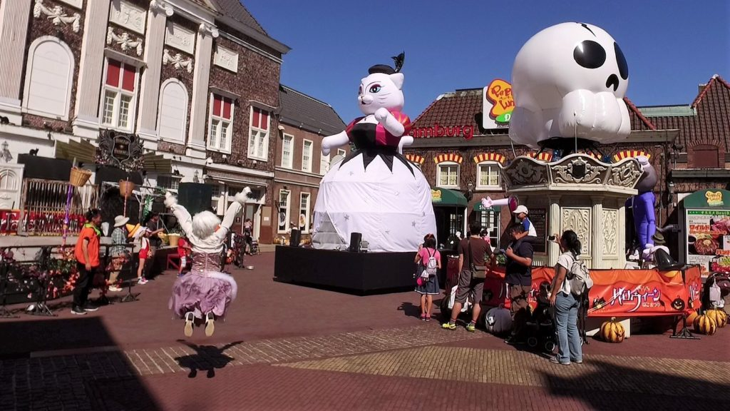 ハウステンボス コスプレ猫の先導でハロウィンキャットパレードの退場行進