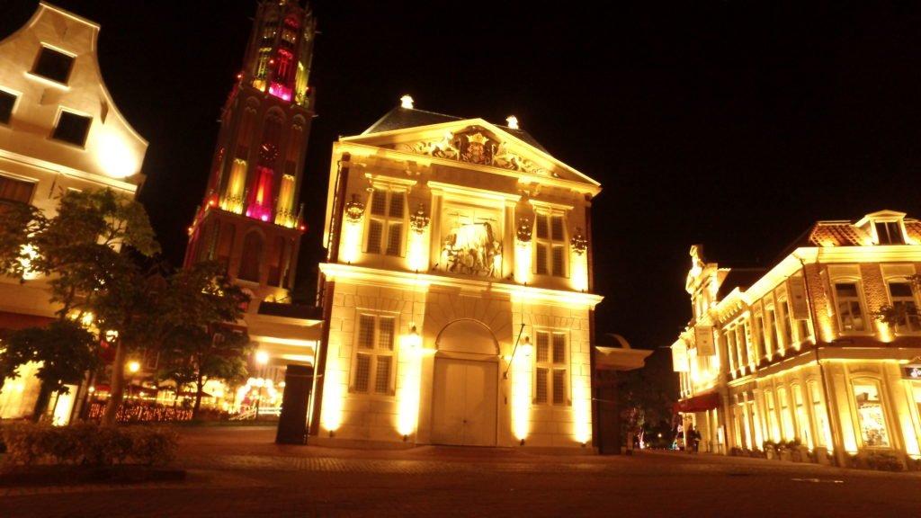 ハウステンボス、アムステルダムシティの夜景、中央インフォメーションのイルミネーション インスタ映え