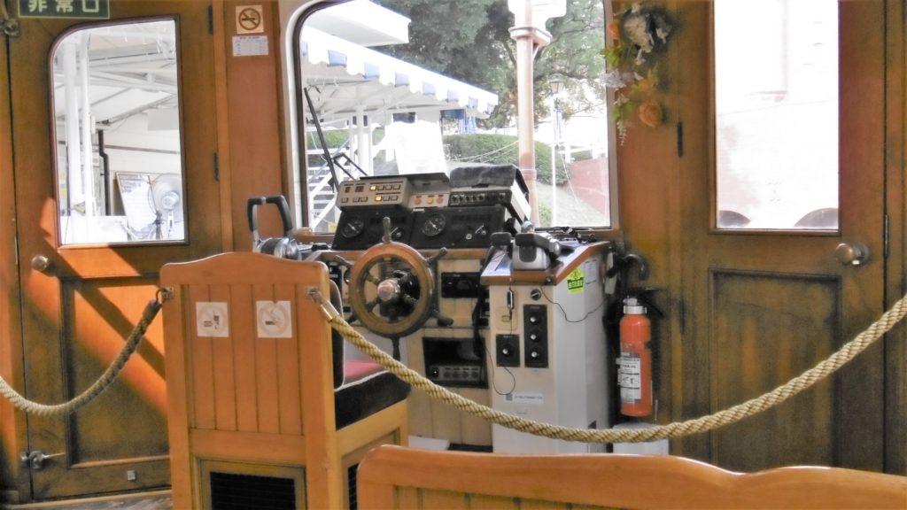 ハウステンボス カナルクルーザーの操舵席
