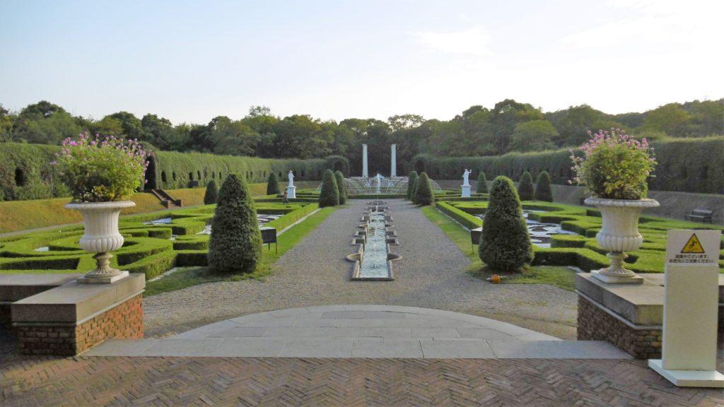 ハウステンボス奥にある宮殿、パレスハウステンボスの庭園はジュエルイルミネーションショーの舞台 カップル インスタ映え