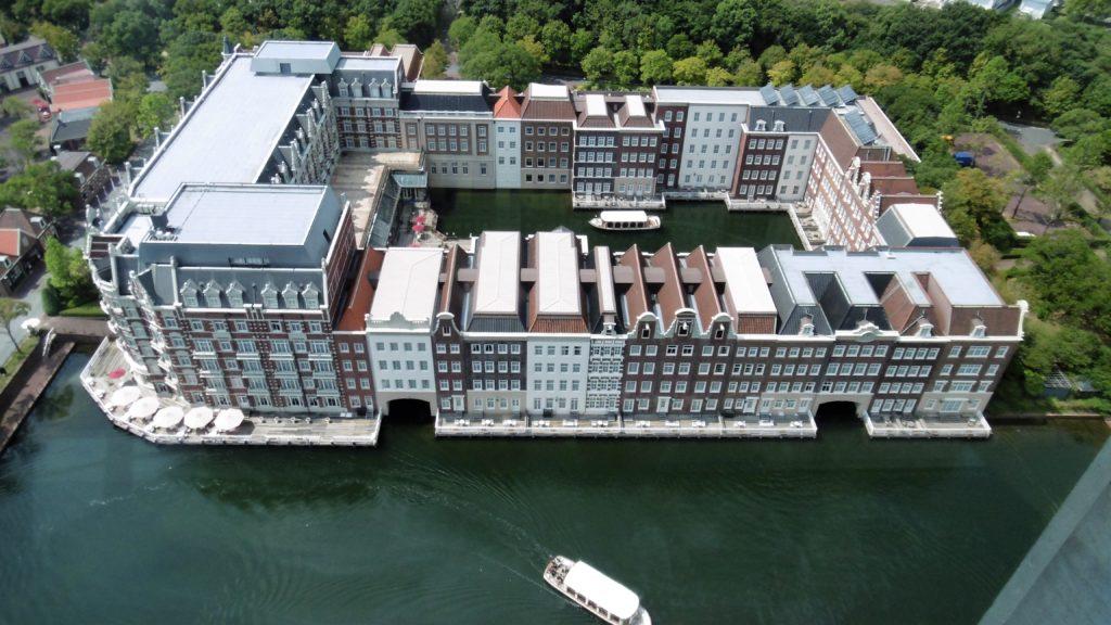 ドムトールンから見たハウステンボス最高級ホテル、ホテルヨーロッパ