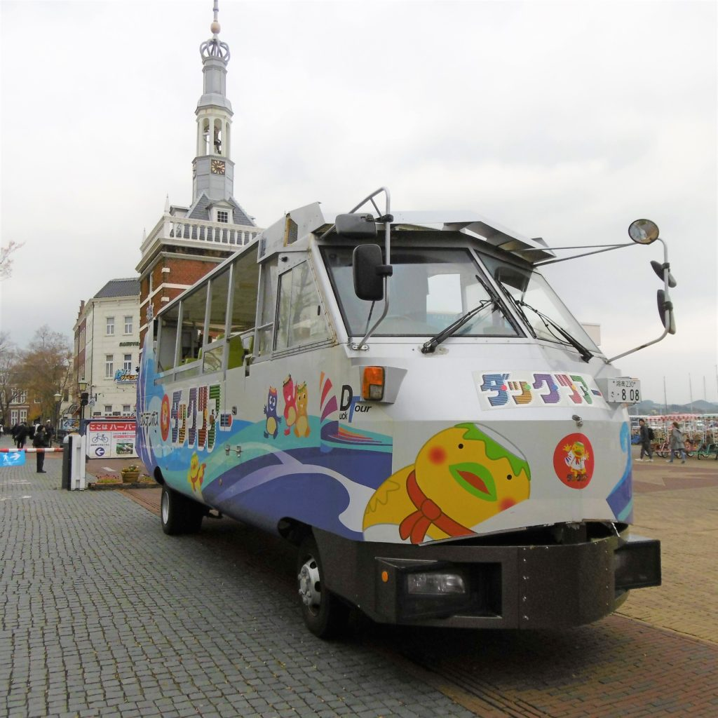 ハウステンボス ダックツアーの水陸両用バス