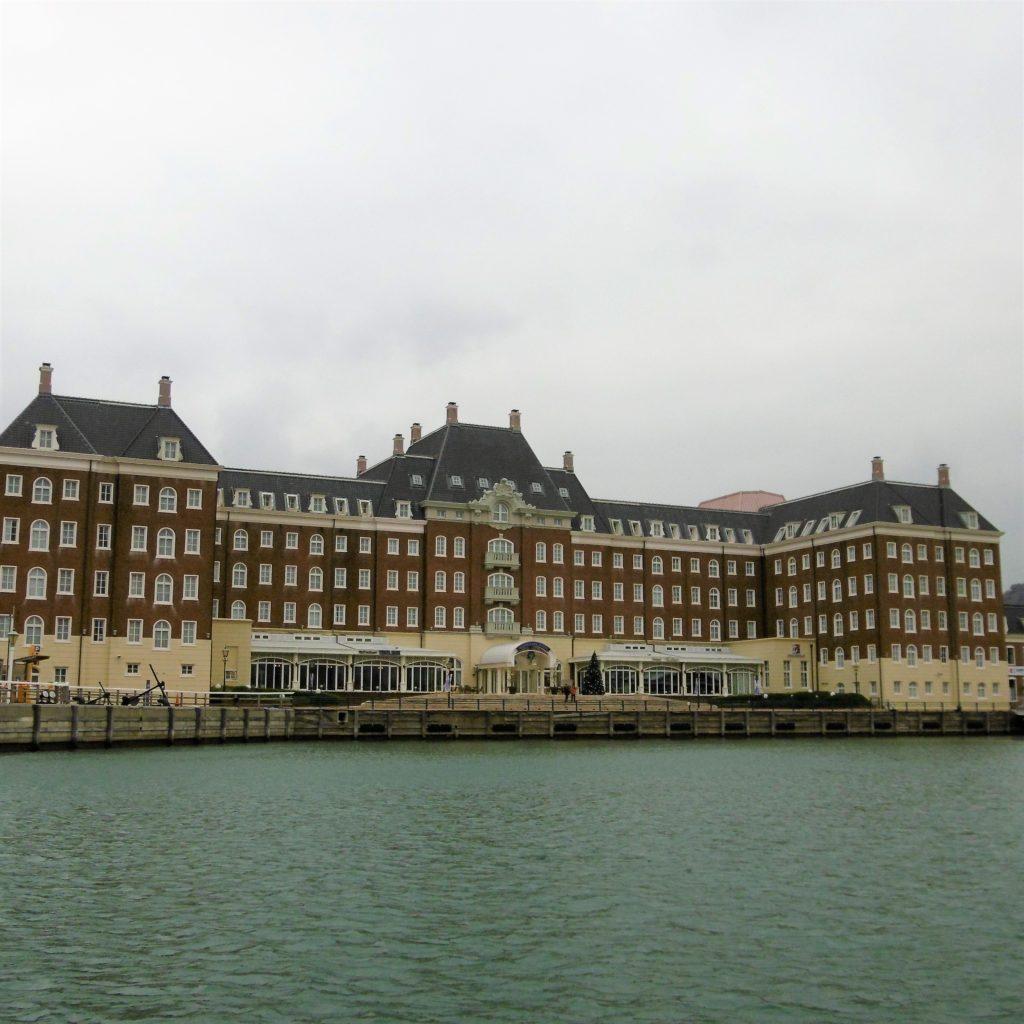 ハウステンボスのダックツアーで海から見たウォーターマークホテル