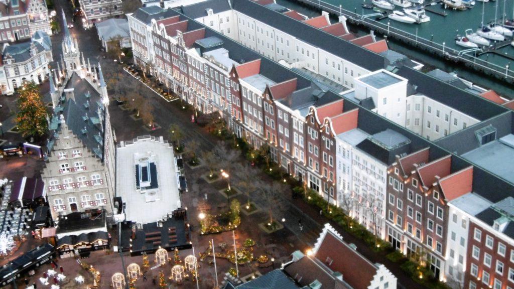 ドムトールンから見たハウステンボス唯一の園内ホテル、ホテルアムステルダム