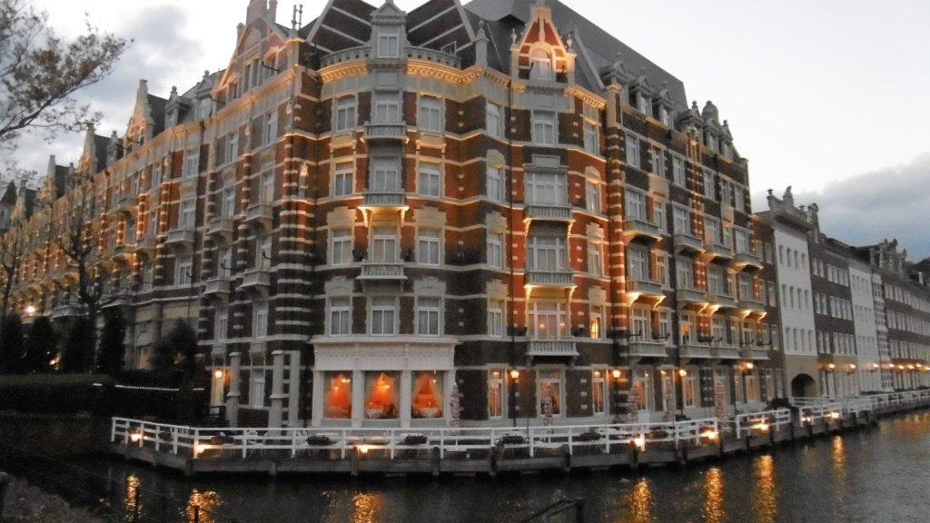 ライトアップされたハウステンボス最高級ホテル、ホテルヨーロッパ