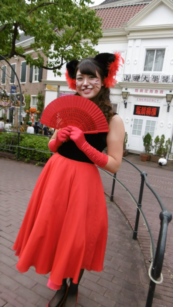 ハウステンボスのハロウィンイベント「WANTED CATS」より「マドンナさん」