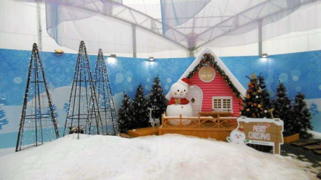 ハウステンボス クリスマス中のアトラクションタウン カップル