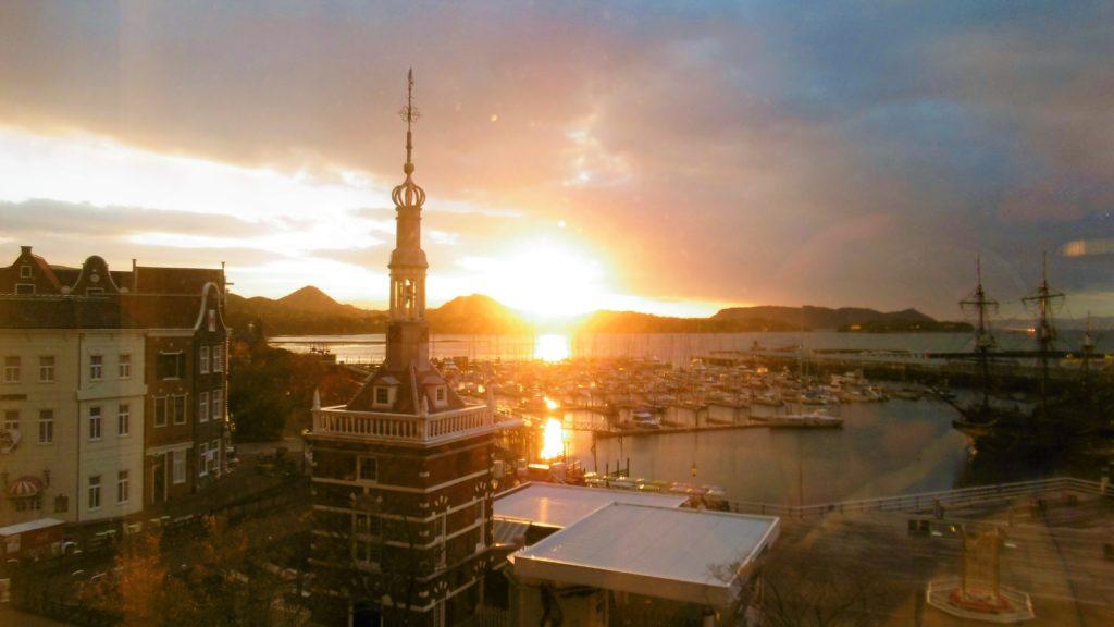 ハウステンボスのホテルヨーロッパから見る大村湾の朝日