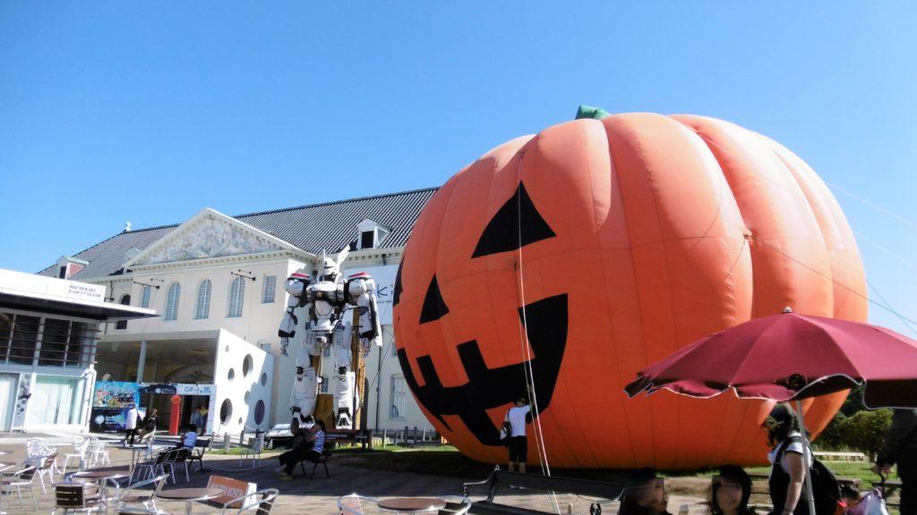 ハウステンボス ハロウィン中のアトラクションタウン かぼちゃ