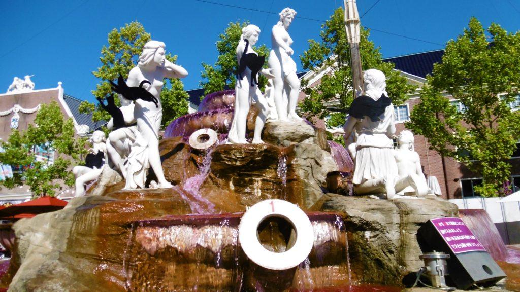 ハウステンボス アトラクションタウンの噴水広場、ワインの噴水