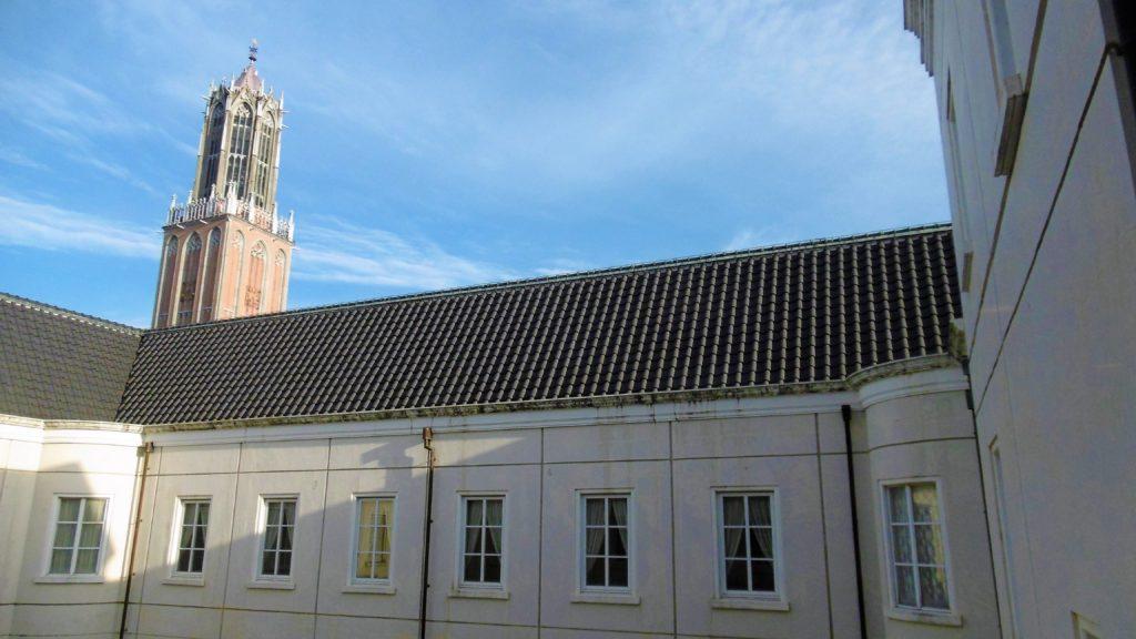 ハウステンボスのホテルアムステルダムのラウンジから見たドムトールン展望台