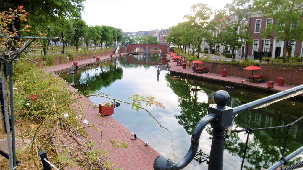 ハウステンボスの運河沿いの休憩所