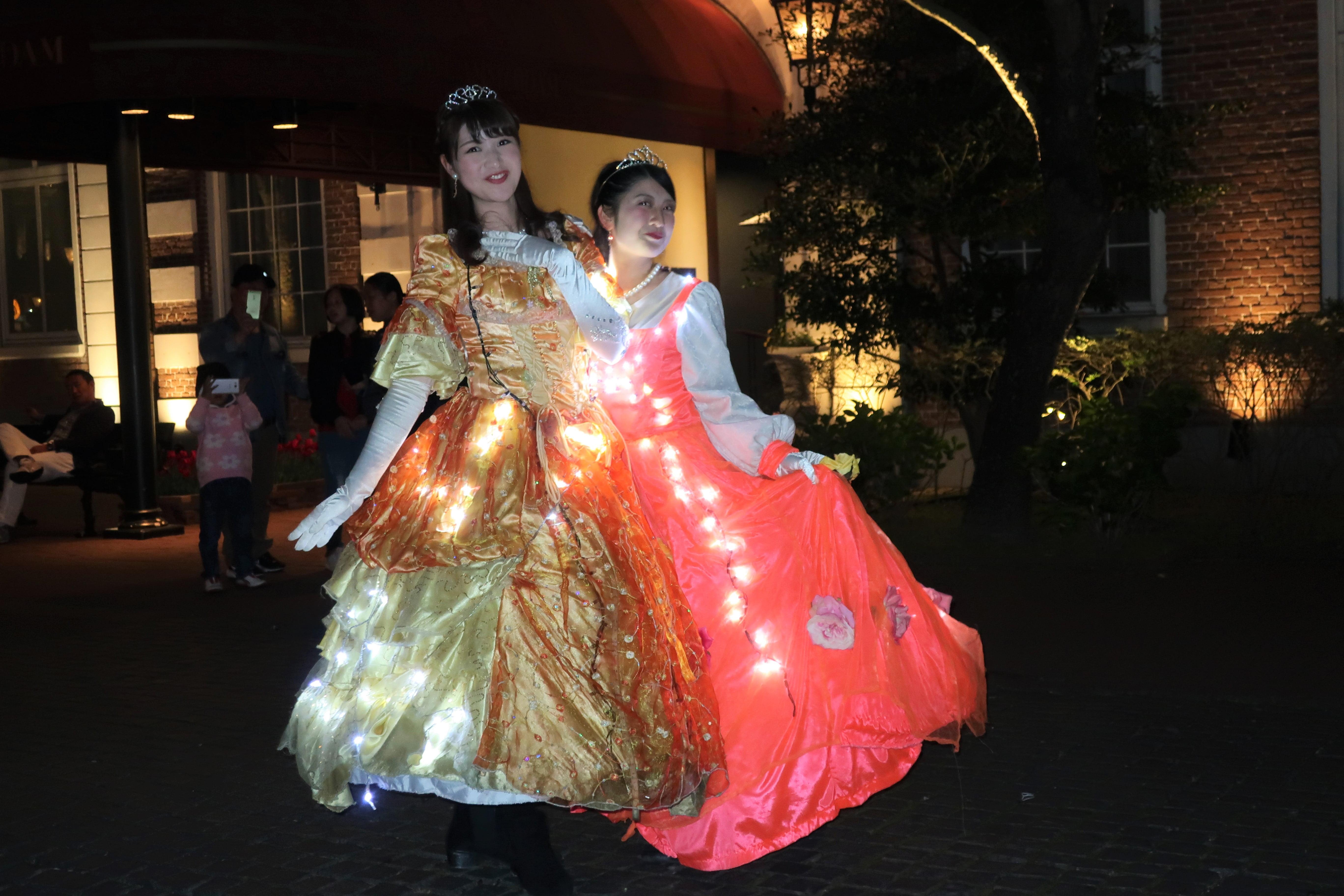 ハウステンボス 光の王国 回り方 パレード 歌劇団 ダンサー